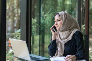 asian businesswoman using social media